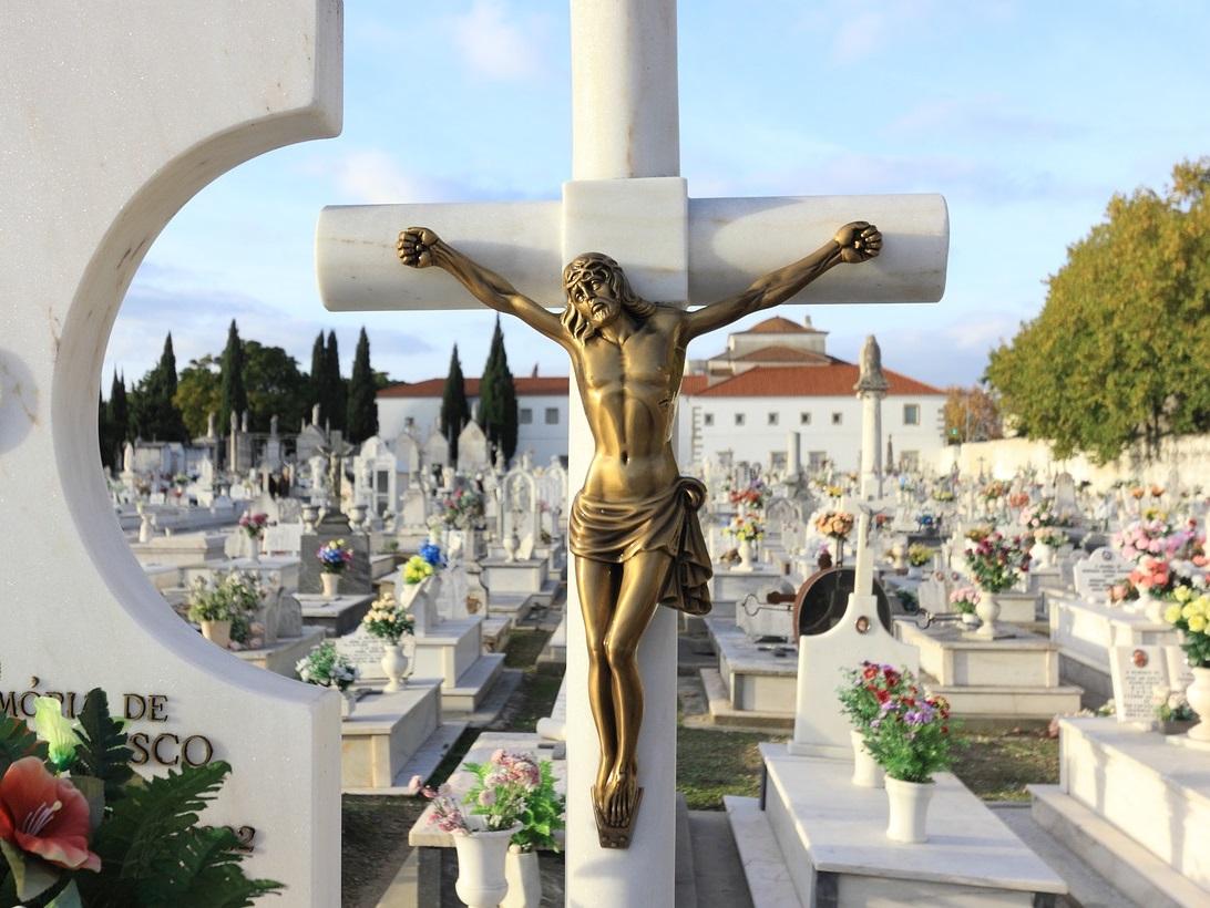 Service de nettoyage d'une pierre tombale dans le Rhône